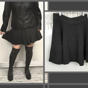 Gap charcoal gray knit skater fit n flare skirt M